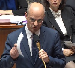 Stage antiraciste : Blanquer porte plainte